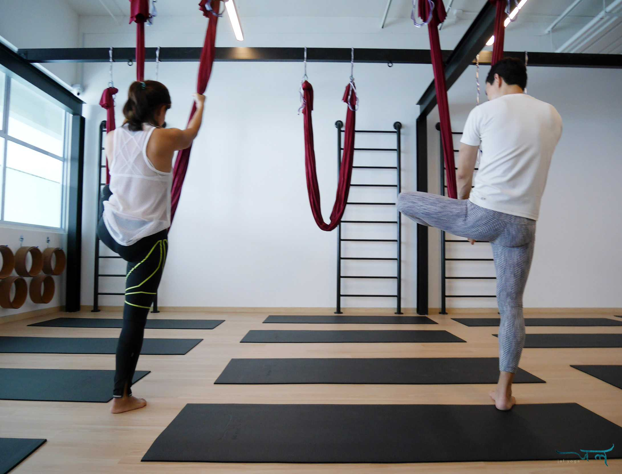 Aerial Yoga The Must Do Yoga For Stiff Office Workers Jal Yoga