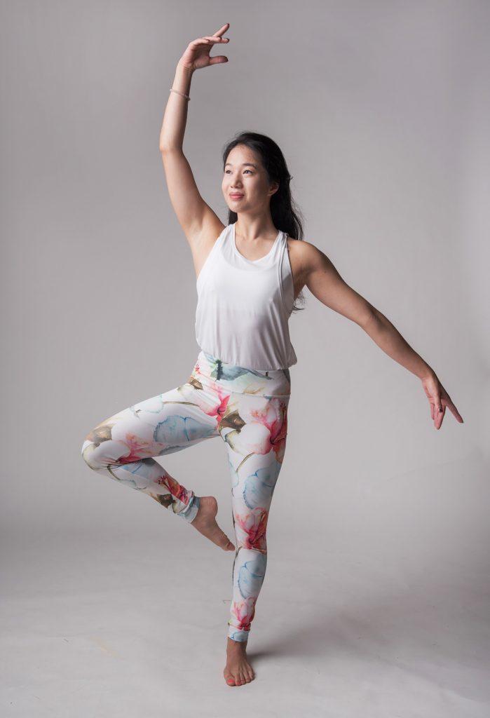 ballet barre instructor Joanna doing a ballet pose | jal yoga